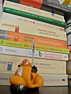 Bücherstapel deutscher Autoren, die über ihre angeheiratete italienische Familie schreiben