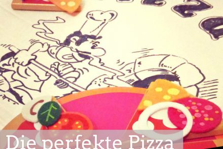Pizzakarton mit Spielpizza Holzspielzeug für Kinder darauf und dem Text die perfekte Pizza für dummies ohne küchenmaschine